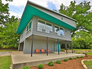 Mid-Century Modern Loft House in Charming Coleman  Change listing Preview listin