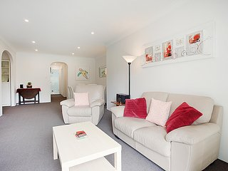 Quiet and bright apartment in leafy Cammeray