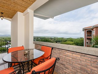Beautiful Ocean View 2 BR Condo in Langosta at Peninsula Resort