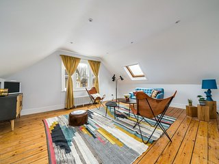 NEW Bohemian 2 Bedroom Victorian Flat in Dalston