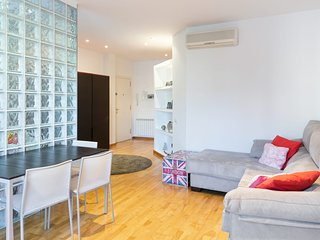 Bright & Cosy Two Bedroom Apartment in Eixample