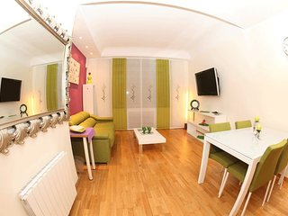 Gorgeous 2 bed in heart of Barcelona.