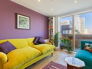 Modern & Beautiful 2-Bed Apt with Balcony nr Mile End