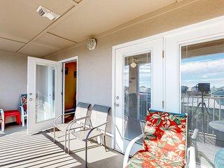 Cozy coastal condo with shared pool and easy beach access