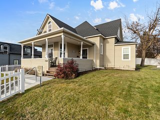 Historic house w/ spacious lawn & multiple decks - close to downtown!