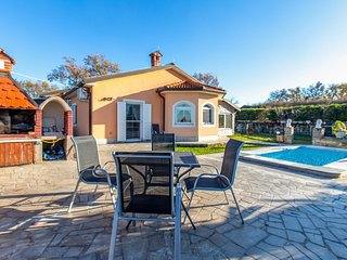Nice home in Pobegi w/ Outdoor swimming pool and 3 Bedrooms (SCR309)