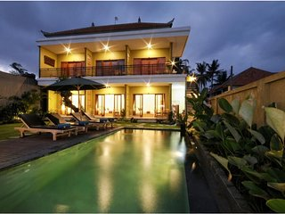6 BR Luxury Villa with Private Pool and Breakfast+Garden View