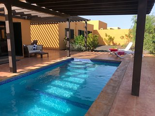 Large villa with secluded garden. Private heated pool, super fast fibre internet