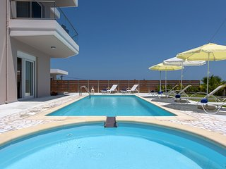 Luxury,modern.sea view,pool