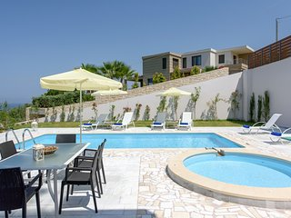 Luxury,modern.stylish,pool,garden with Jacuzzi
