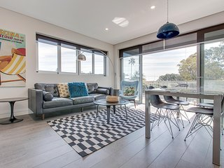 Explore Sydney from a Stylish North Shore apartment