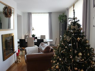 ✮Christmas Tree in Holiday Home ♥8 people can stay!▨Terrace♨Fireplace⫸Parking✮