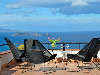 Villa with  sea views .12 people.A/C- Private pool, Wifi-Begur