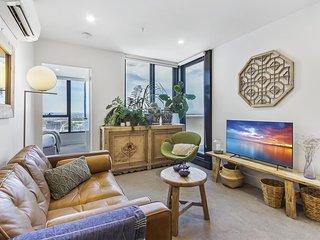 Spacious apartment atop the Melbourne CBD