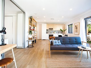 Bright And Modern Flat In Best Part Of Sydney