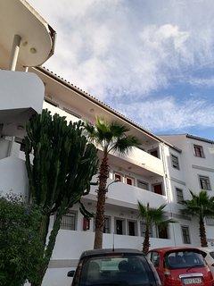 Panorámica del edificio donde se encuentra en apartamento