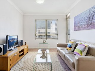 Convenient High Rise Luxury 20 Minutes From City