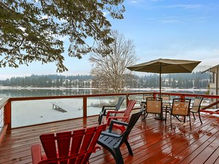 Charming home w/private canoe, dock & boat ramp & amazing views!