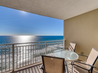 Gorgeous and cozy beachfront condo with shared pool and beach access