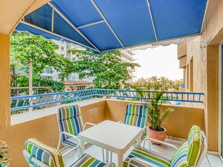 Beachfront apartment w/shared pool, hot tub, & great location near the beach!