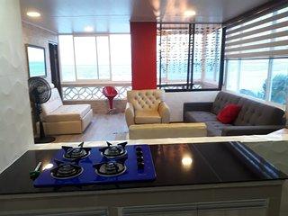 Apartamento moderno,con vista y frente mar con piscina a 40 metros de la playa