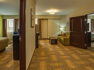 Hearing Accessible Suite Near ATL | Free Breakfast + 24h Business Center!