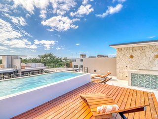 Romantic jungle penthouse w/ private rooftop pool, free WiFi, & balcony views!