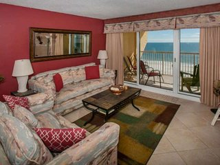 2BR/2BA Gulf-Front Condo w/Balcony. Sleeps 6. W/D, WiFi, Pool, Free Activities -
