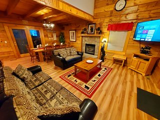 A+Location! This 8/7 Cabin HAS IT ALL! Large Families/Groups Welcome! Sleeps 26