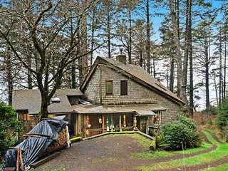 Dog-friendly, rustic & beachy cabin in the woods w/ deck - walk to the beach!