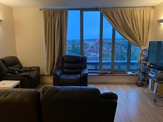 Comfortable 2 Bedroom Penthouse Apartment, Thamesmead