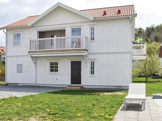 Stunning apartment in Fjällbacka w/ Outdoor swimming pool and 3 Bedrooms (S5417