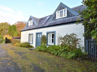 Darroch Beag Cottage, shore front location, pet friendly, very private