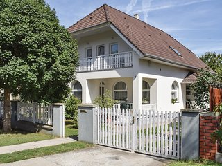 Awesome home in Balatonszárszó w/ 7 Bedrooms and WiFi (UBS374)