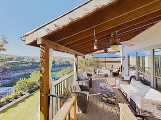 Private Dock on Lake Travis! 'Brakecliff' w/ Paddleboat, Golf Cart & Tree H