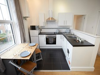 Fantastic 2 Bedroom, First Floor Apartment, Free Wifi and Free Parking