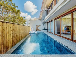 Stunning Luxury - Two Bedroom Villa with Daily Car Use