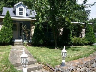 Stone Cottage-less than 3 miles to BILTMORE Park & Blue Ridge Parkway