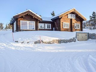 Nice home in Hovden I Setesdal w/ Jacuzzi and 7 Bedrooms (N35638)