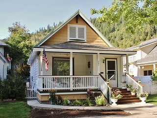 A Comfy Cottage vacation rental at the 'Center of the Universe!'