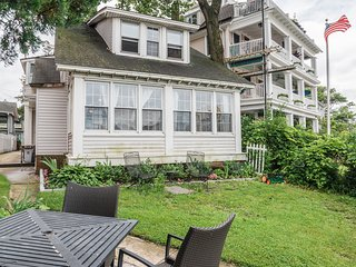 PERFECTLY LOCATED ADORABLE Ocean Grove 2BR overlooking Asbury Park