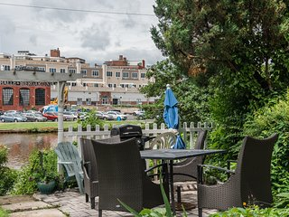 Quaint and Cozy Ocean Grove Apartment overlooking Asbury Park