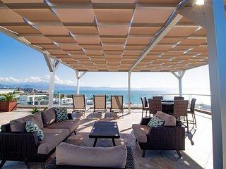 9th Floor Diamond Penthouse Overlooking Pacific Ocean - 3 Bed 3 Bathroom