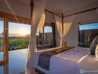 Villa Manik Segara (2): DeLuxe 1 bedroom villa ocean/ricefield view 120sqm