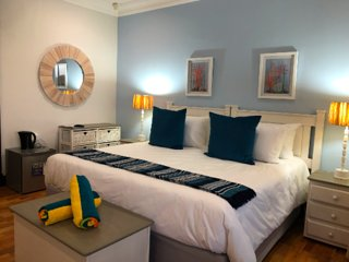 Luxury 'Coral Suite' - King bed amazing Seaviews and en suite bathroom