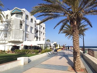 Beachside 3 bedroom contemporary apartment