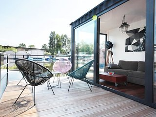 Unique floating houseboat by easyBNB
