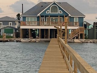 Sunset Cove - Immaculate 4 BR, 2 1/2 BA Home, Waterfront, Great for Families