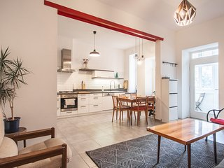 Big apartment very comfortable for groups or family by easyBNB
