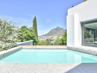Chic Views Pool Suite - a luxurious 2 bedroom apartment in Cape Town